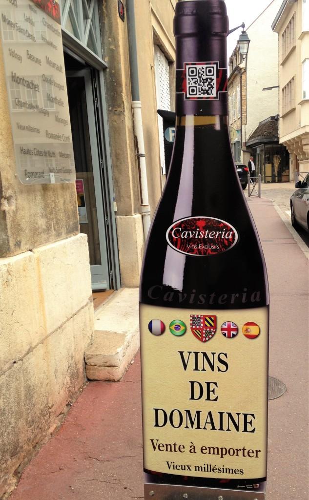 Placa da loja Cavisteria, onde o vendedor fala português