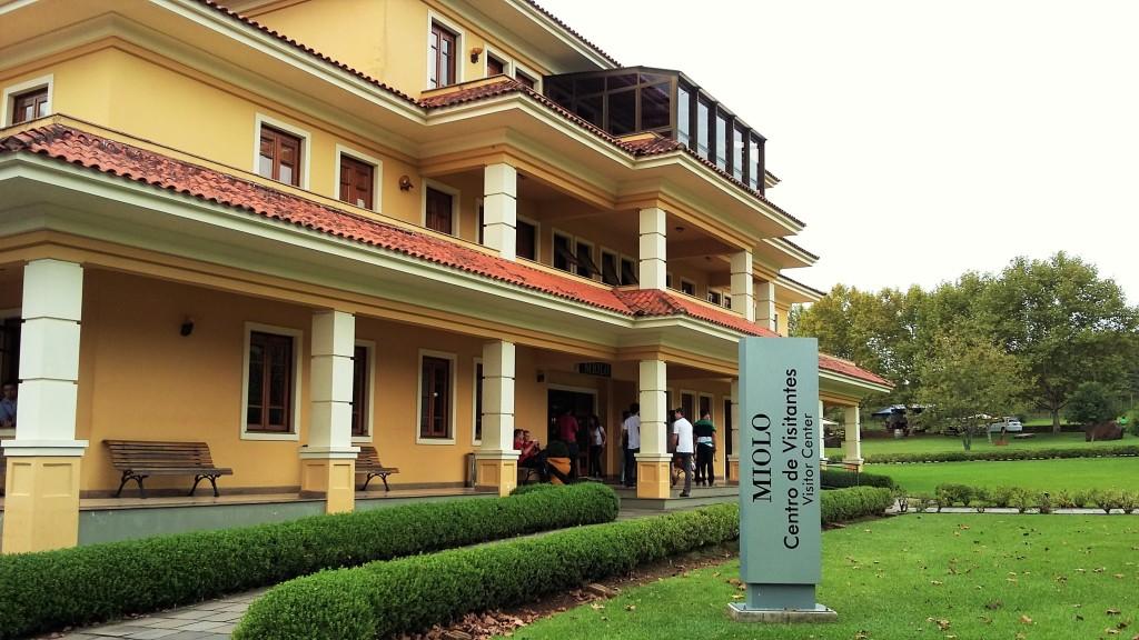 A bonita casa-sede da vinícola, onde há loja e várias salas de degustação