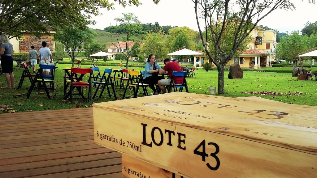 'Lounge' ao ar livre: 'Wine Bar' é nova aposta da vinícola para piqueniques em torno do vinho