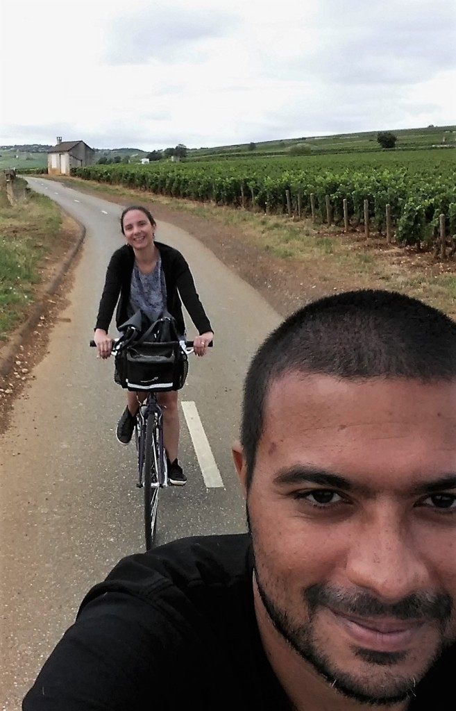 De bicicleta no meio dos vinhedos