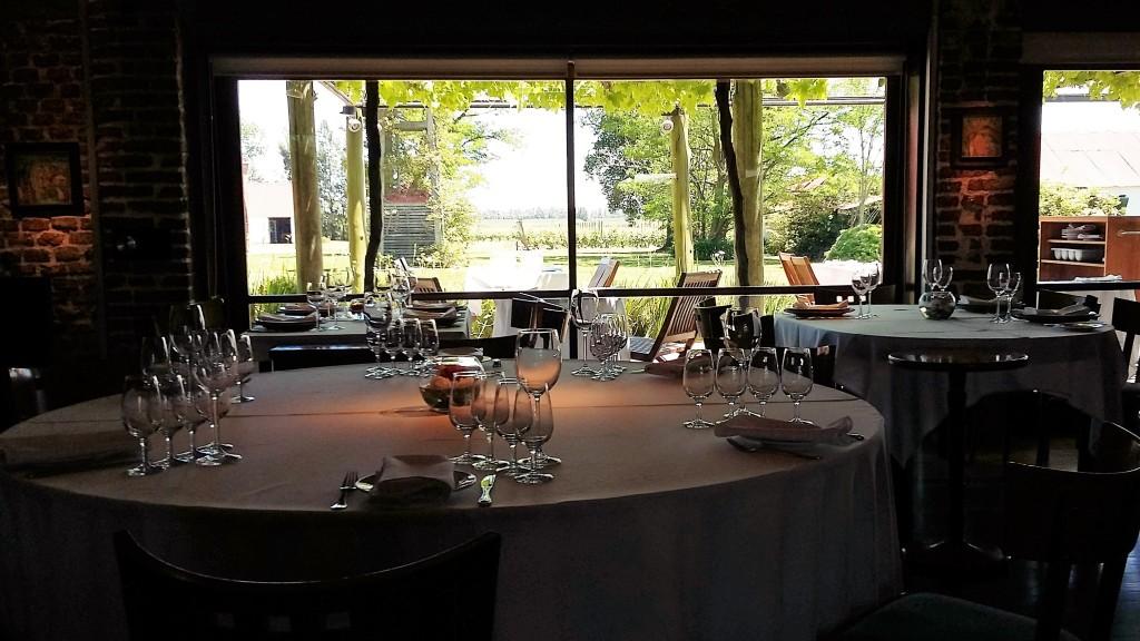 Vista interna do restaurante, onde ocorrem degustações e almoços harmonizados com os vinhos da Bouza