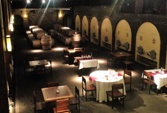 Degustação e almoço harmonizado acontecem na bonita cave subterrânea da vinícola