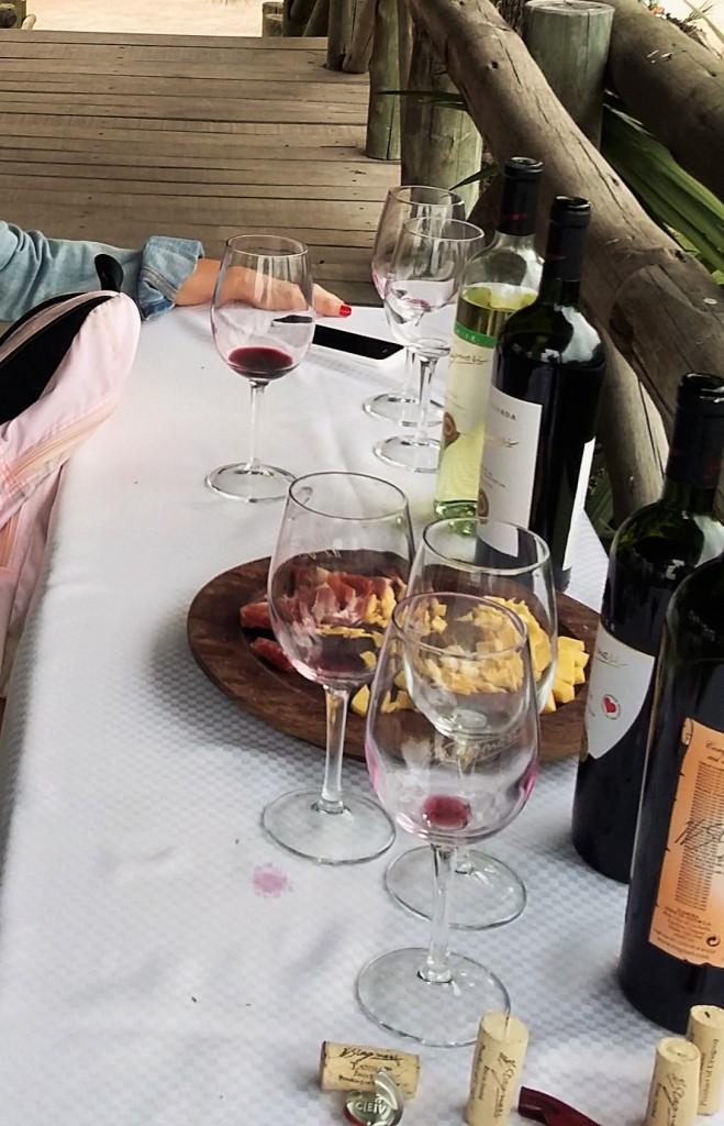 Degustação 'simples' inclui quatro vinhos, queijos e frios