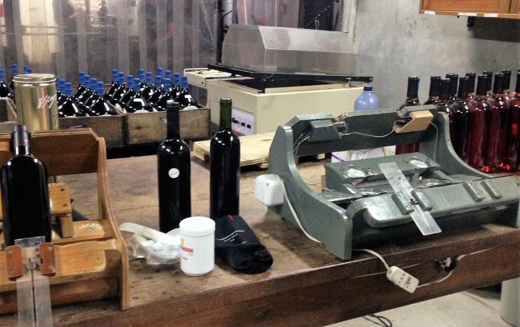 O setor onde ocorre a colocação de rótulos nas garrafas também faz parte da visita na Stagnari
