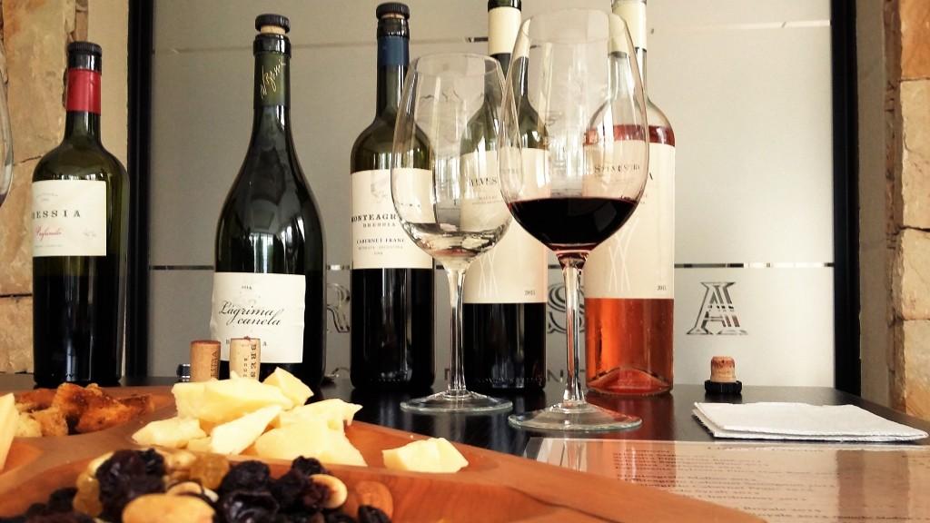 Degustação contou com seis vinhos de diferentes linhas da vinícola, sendo um rosé, um branco e quatro tintos