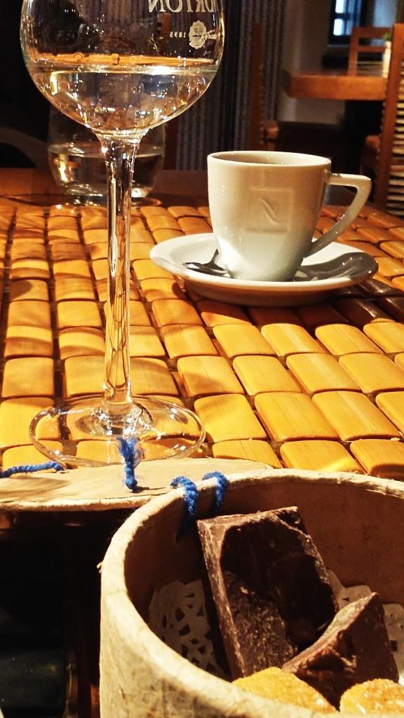 Chocolate, grapa e café