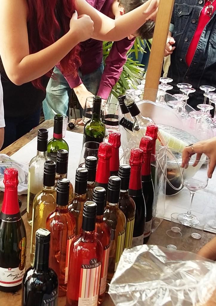 Rosés, brancos e tintos à escolha do freguês na barraca da Vinhética