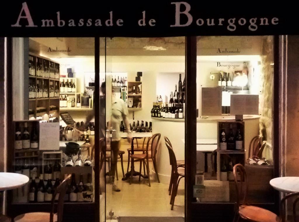 A loja e bar de vinhos vende somente rótulos da famosa região produtora