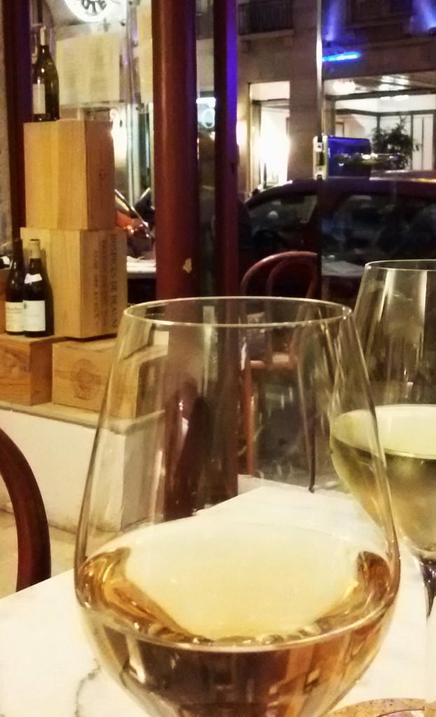 Provas vinhos em taça é a grande pedida no 'Ambassade'