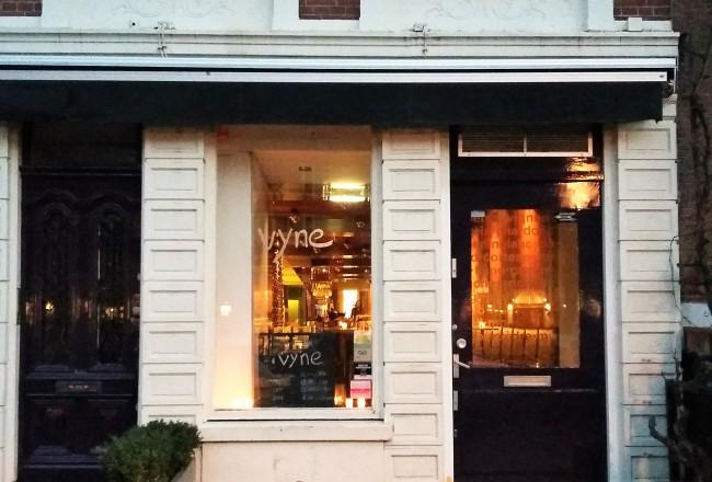 Na 'Vyne' é possível encontrar mais de 200 rótulos em um ambiente elegante e divertido
