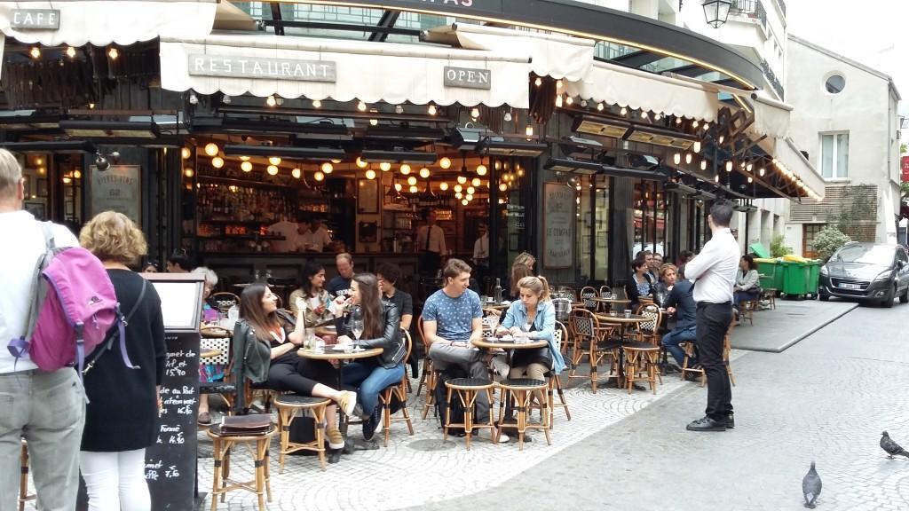 Autêntico bistrô parisiense com quatro séculos de história