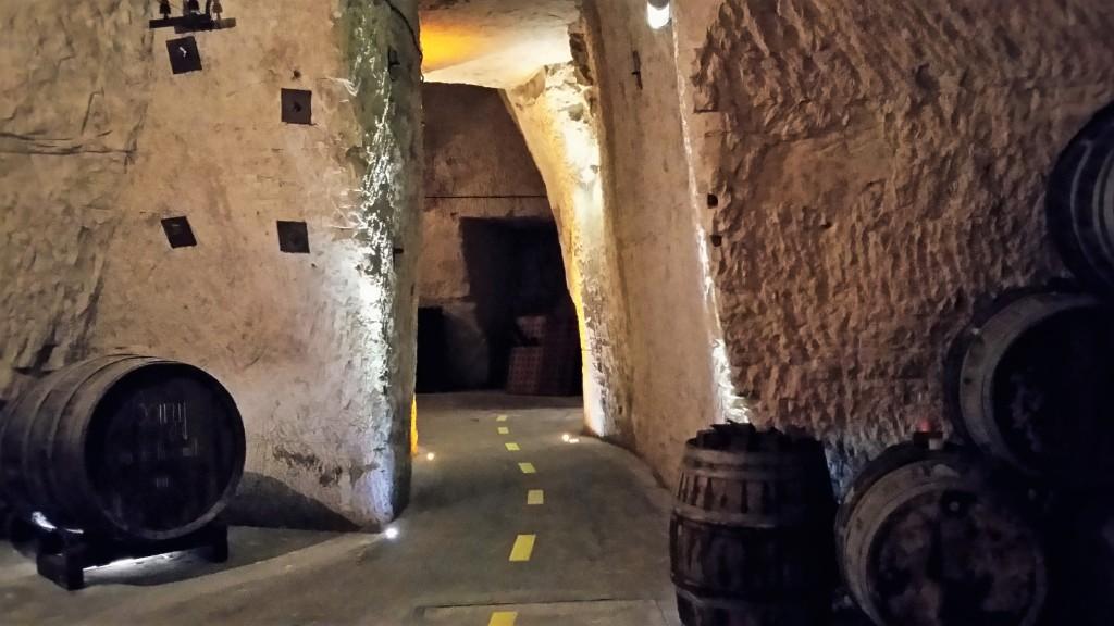 Caves localizadas a 30 metros abaixo do solo: cidades da região de Champanhe têm centenas de quilômetros desses túneis