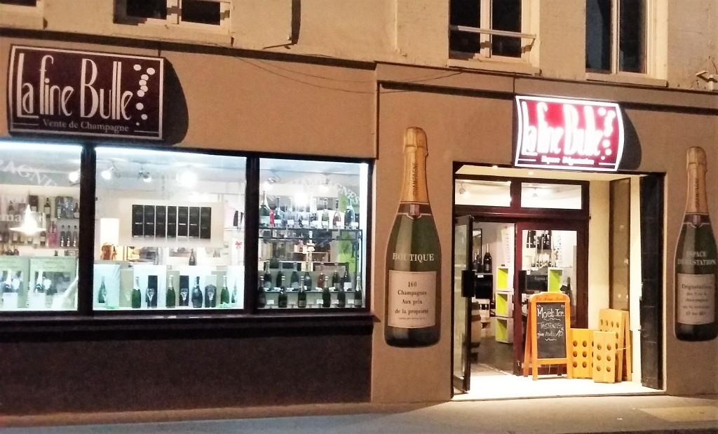 Lojas de venda e degustação de champanhe estão por toda parte em Epernay; algumas ficam abertas até tarde