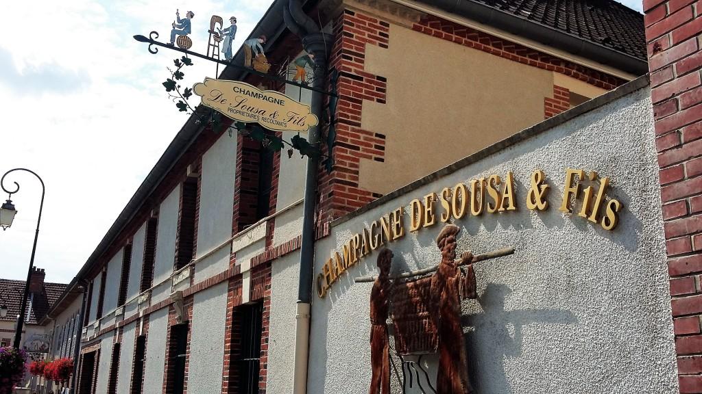 Placa que indica que nesta casa há um profissional dedicado à produção de champanhe