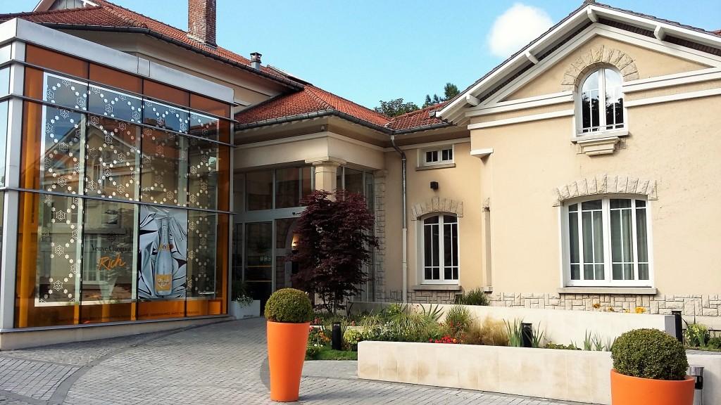 A entrada da 'maison', que recebe visitantes de manhã e à tarde com quatro tipos de passeios guiados