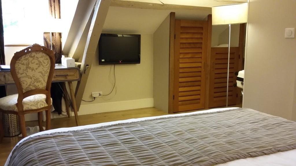 Os quartos são confortáveis e espaçosos e têm boa relação custo-benefício