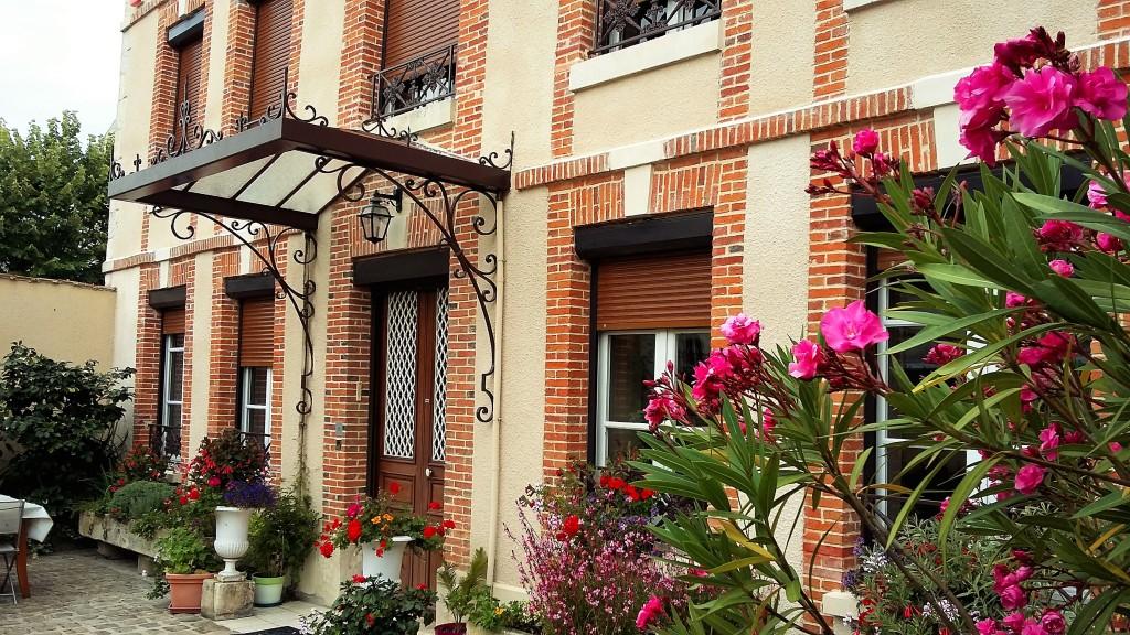 Fachada da sede do Champagne Bouquin-Dupont Fils, em Avize, cidade classificada como 'grand cru' na Côte des Blancs, em Champanhe