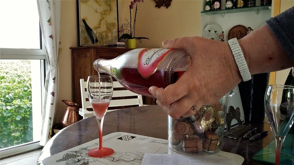 'Rosé de Saignée'. champanhe feito com as uvas pinot meunier e pinot noir ideal para sobremesas à base de frutas