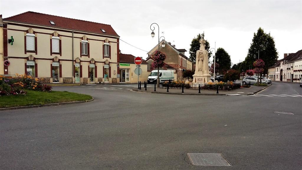 A Place de la République, em Vertus, onde fica o Le Thibault, restaurante gourmet especializado em cozinha regional