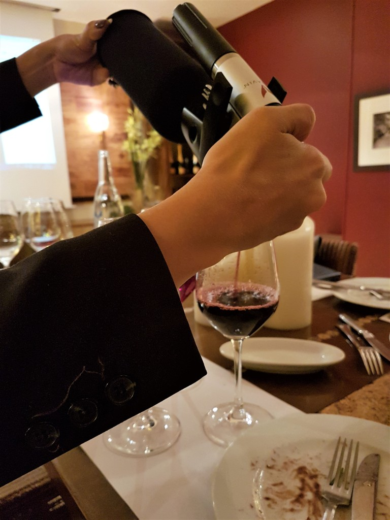 Legrand - equipamento tira vinho 1