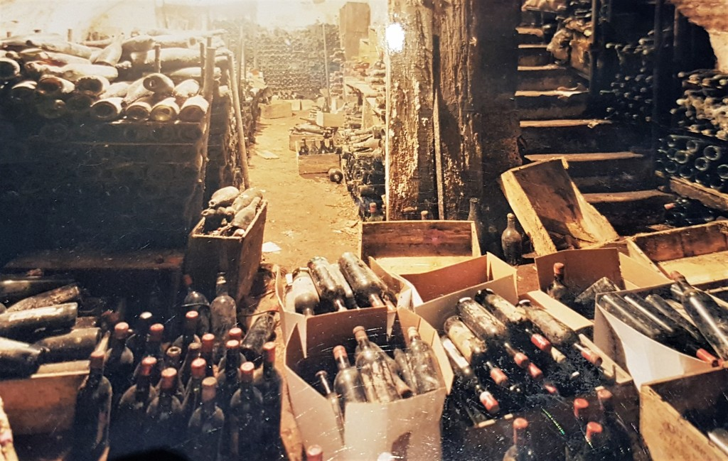 Vinis - foto antiga cave