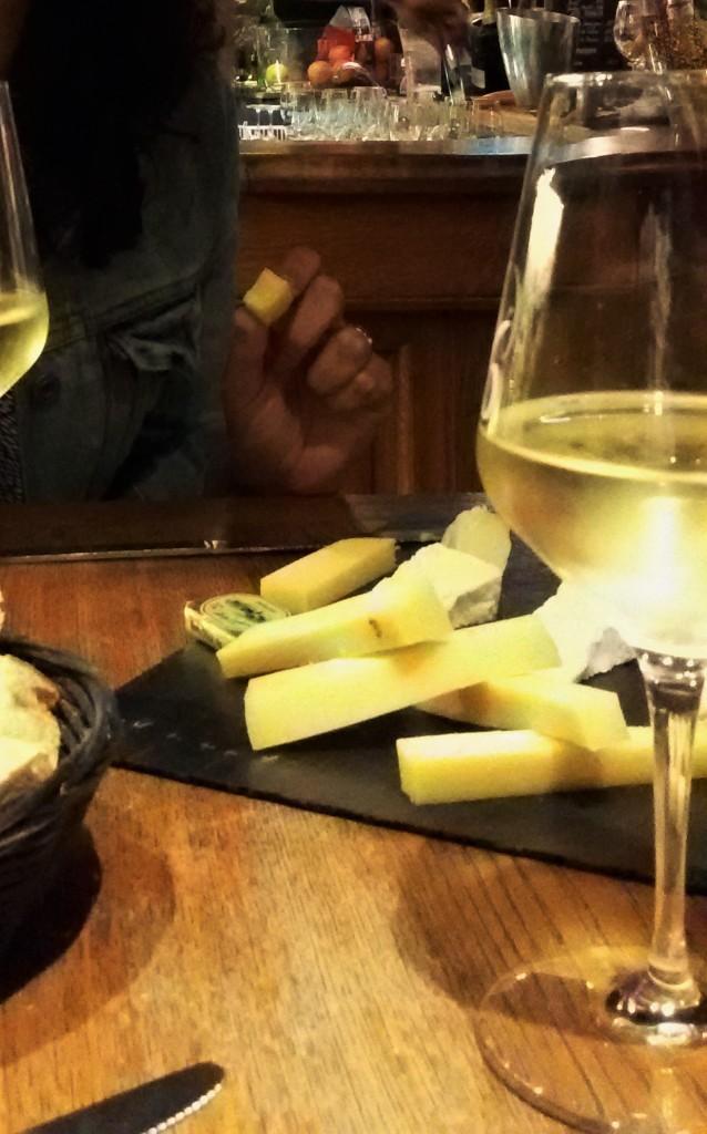 Queijos e vinho branco
