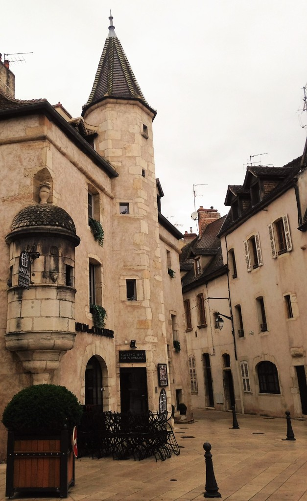 Uma das esquinas da cidade medieval