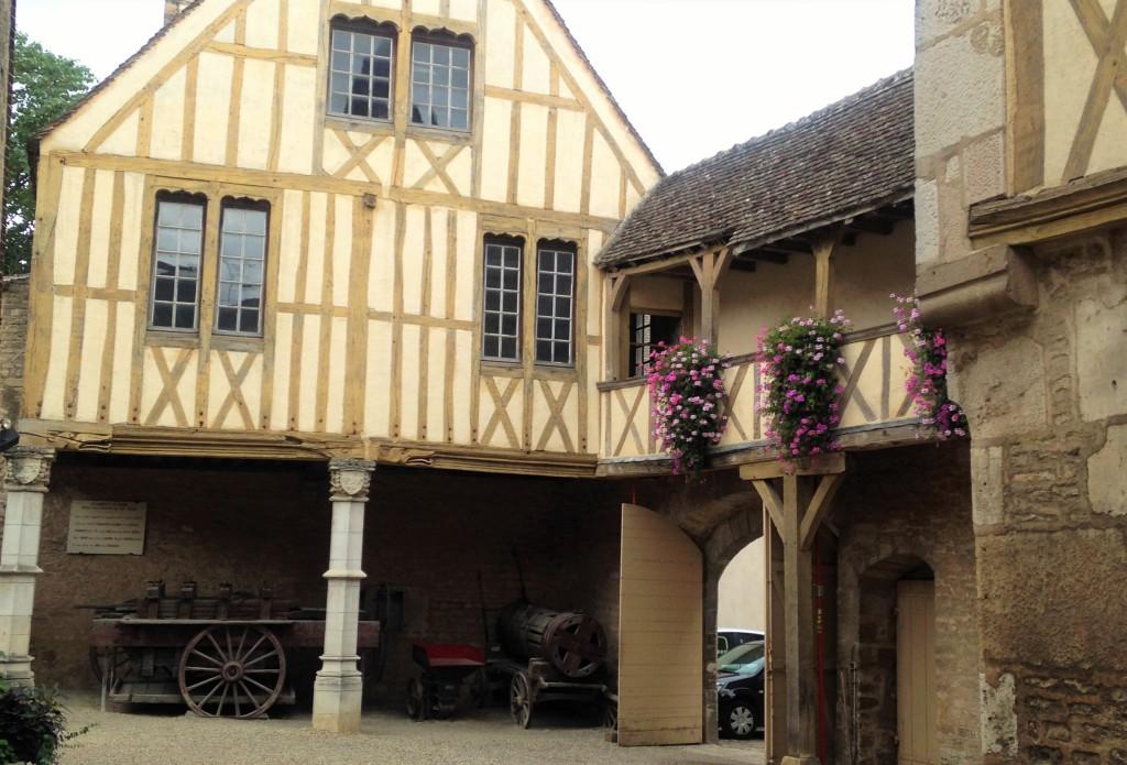 Pátio do Museu do Vinho de Beaune