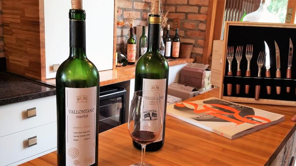 Degustação gratuita de vinhos no balcão do café