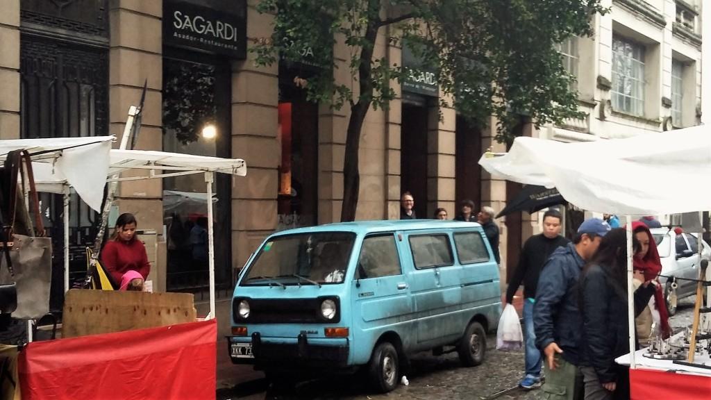 O Sagardi fica numa das ruas mais movimentadas de San Telmo