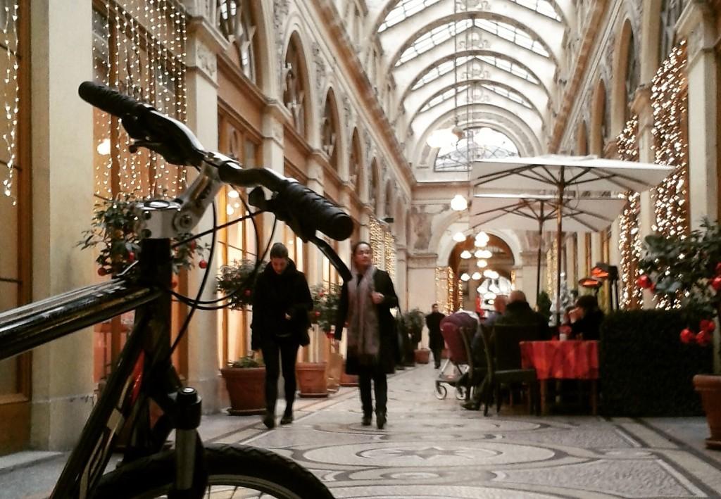 Interior da belíssima Galerie Vivienne, passagem coberta construída no começo do século XIX em Paris