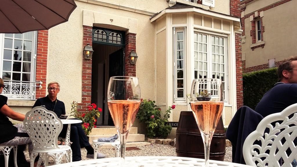 Champanhe na taça é sempre sinônimo de festa, celebração e de uma bebida para brindar à vida