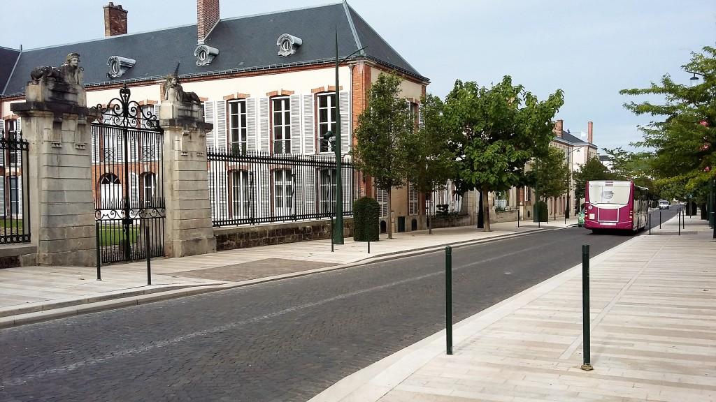 Vista de parte da Avenue de Champagne, principal artéria da cidade, onde ficam as sedes de dezenas de 'maisons', como Moët & Chandon, Pol Roger e Mercier, entre outras