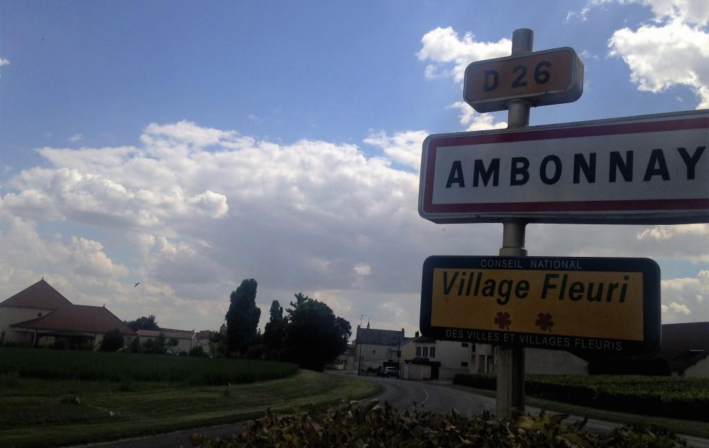 Na estrada, chegando a Ambonnay para a nossa primeira degustação em um pequeno produtor