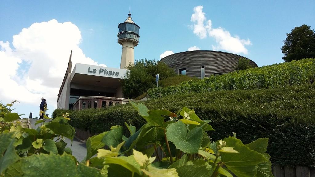 La Phare: O farol tem uma das vistas mais bonitas da região e é onde funciona o Museu da Videira