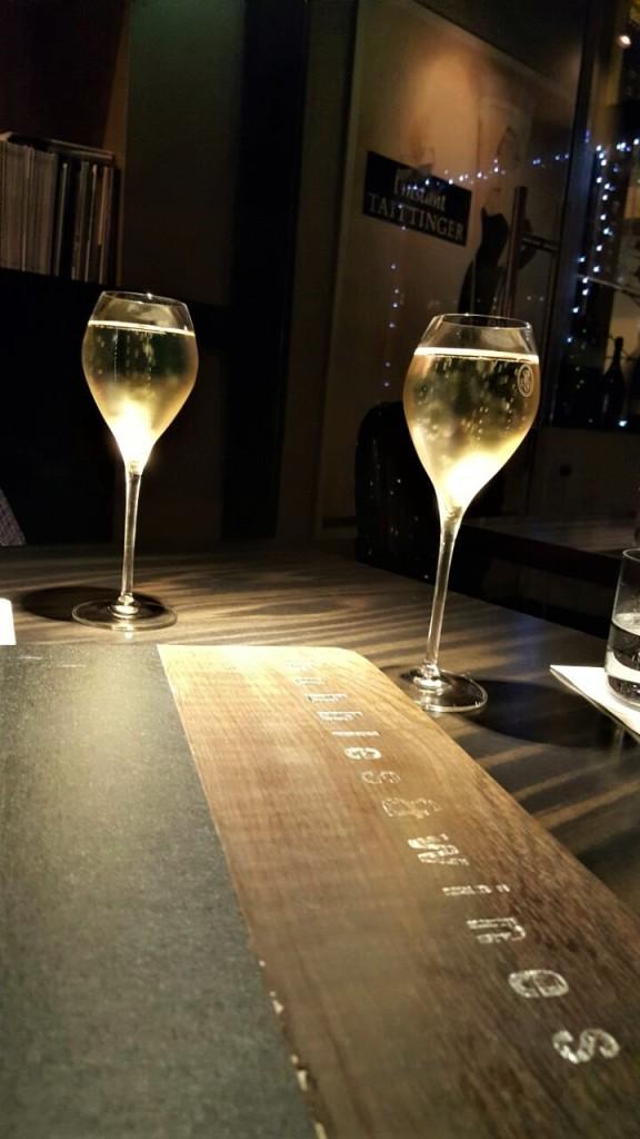 Champanhe Ruinart para abrir os trabalhos: casa tem 55 rótulos de vinhos em taça
