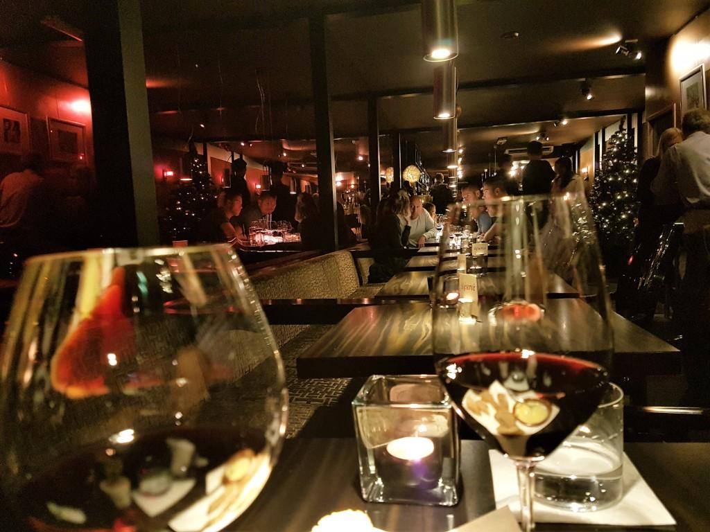 O interior do 'Bubbles': sofisticado, mas sem frescura, bar de vinhos é um oásis que oferece 55 rótulos em taças