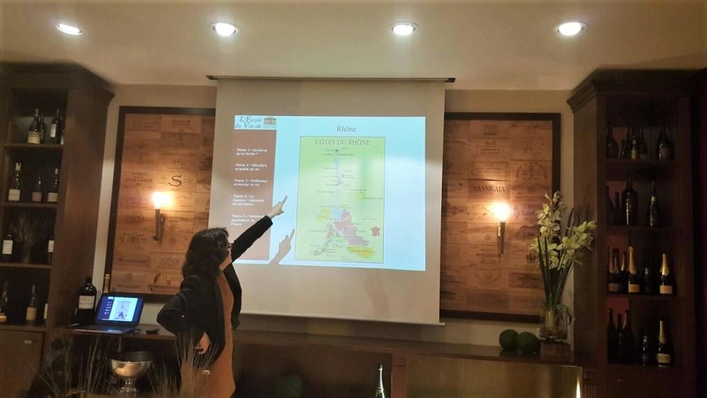 Ana explica sobre as regiões vinícolas da França: a paixão pelo vinho transformou a jornalista em sommelier
